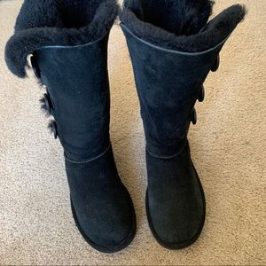 UGG Triple Bailey Button tall in size 7
